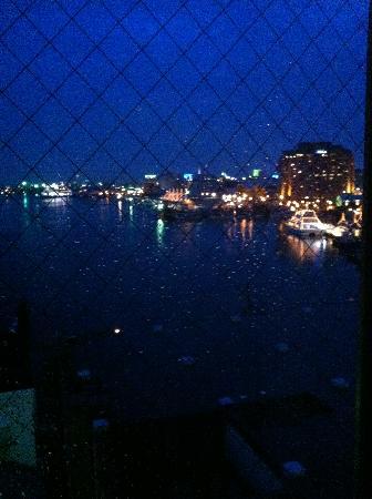 Winning Hotel: 部屋からの夜景 雨が降っていてちょっと見えづらくなっています