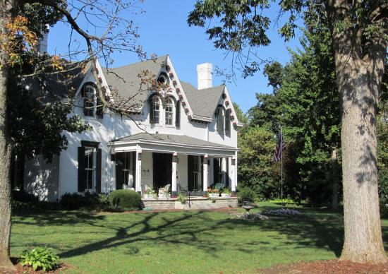 1823 Historic Rose Hill Inn