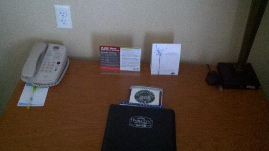 Fairfield Inn & Suites Detroit Metro Airport Romulus: Business Desk