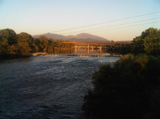 Travelodge Redding CA: View from bridge at the river