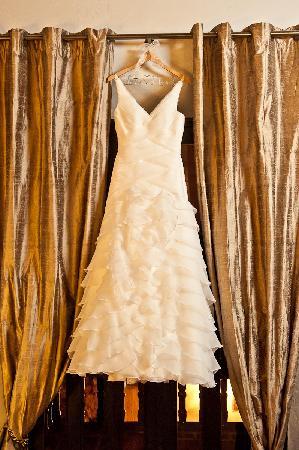 La Casa del Farol Hotel Boutique : El vestido colgado en la ventana del balcon