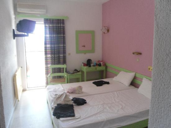 Lito Hotel: 2-bed room