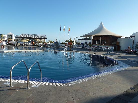 Relaxia Lanzaplaya Apartments: Pools/ pool bar