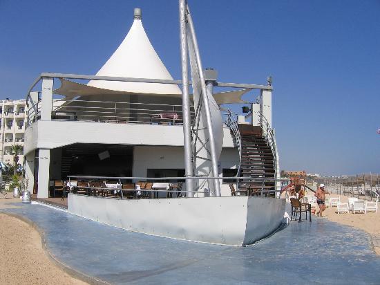 Le Marabout Hotel : le bar de la plage, belle terrasse, un grand +