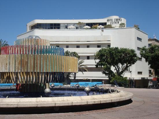 Cinema Hotel Tel Aviv - an Atlas Boutique Hotel: Cinema Hotel from the square