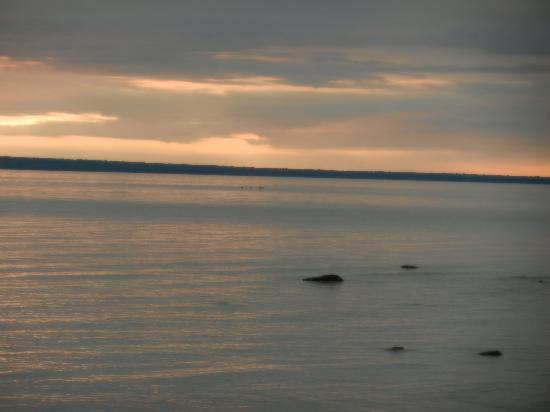 Mackinac Lakefront Cabin Rentals: early morning view from motel's beach