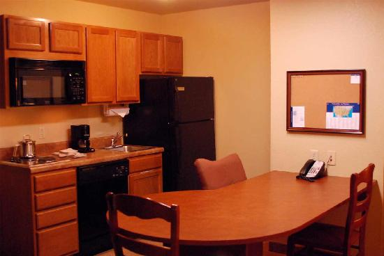 Candlewood Suites: Our kitchen awaits you....