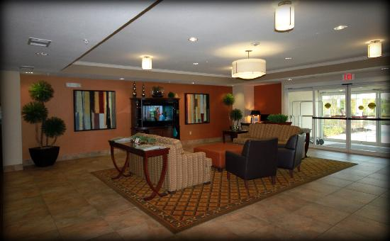 Candlewood Suites Houston, The Woodlands: Our beautiful lobby!