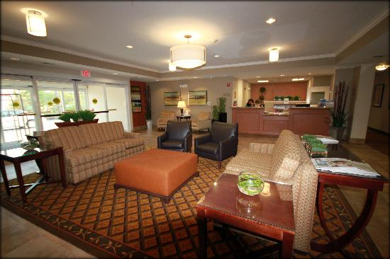 Candlewood Suites Houston, The Woodlands: Another view of our lobby! Make yourself at home!
