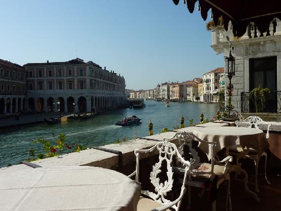Al Ponte Antico Hotel: View up the Grand Canal from the breakfast patio