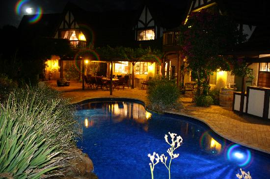 Stocks Country Retreat: Fabulous pool area at night