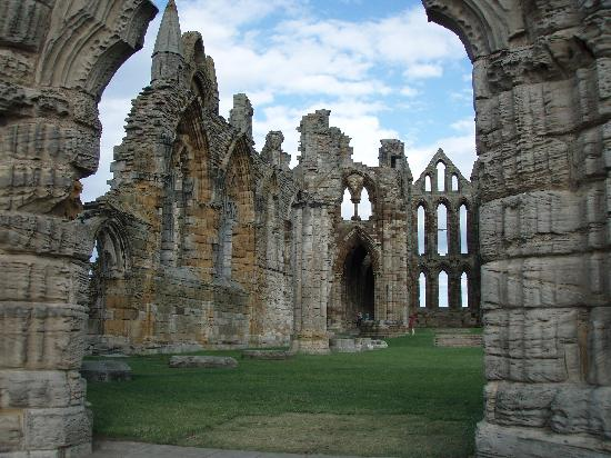 ruins whitby abbey