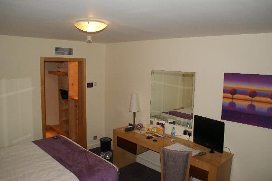 Premier Inn Cardiff North Hotel: room view from a different angle