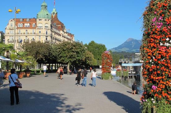Palace Luzern: Hotel from the promenade
