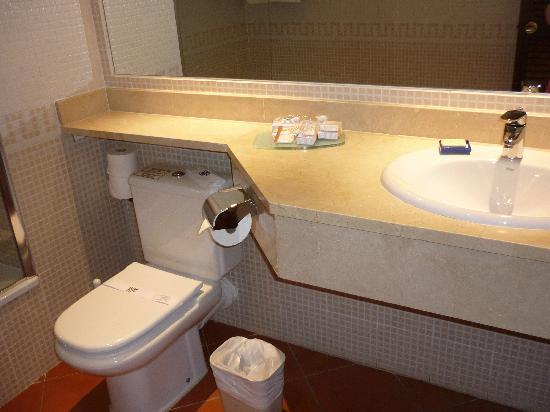 TUI MAGIC LIFE Fuerteventura: The Spacious and Clean Bathroom