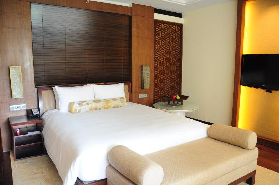 Grand Hyatt Goa: The Plush comfortable bed...