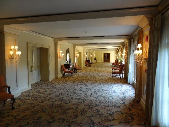 The Langham Huntington, Pasadena, Los Angeles: One of the many hallways