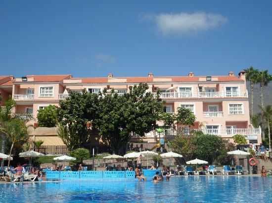 Aparthotel El Duque: bigger pool