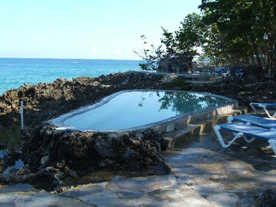 Casa Marina Beach & Reef: cool tubs over looking the ocean