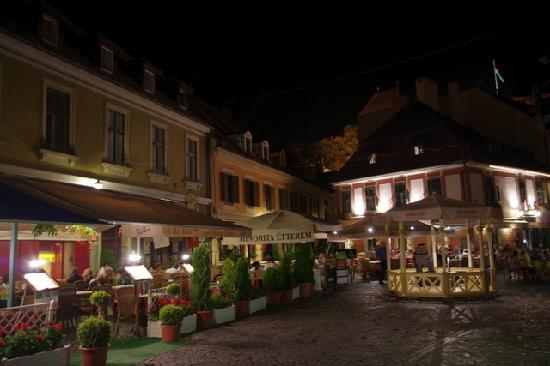 Offi Ház : at night