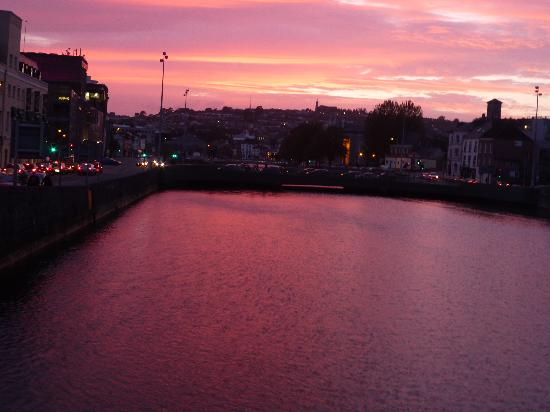 Cork, Ierland: River Lee at sunset