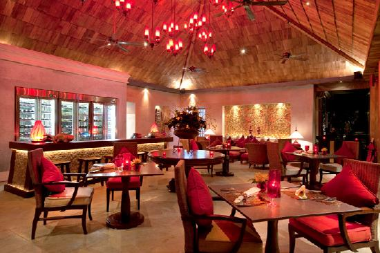 Rocky's Boutique Resort: Bistro Interior
