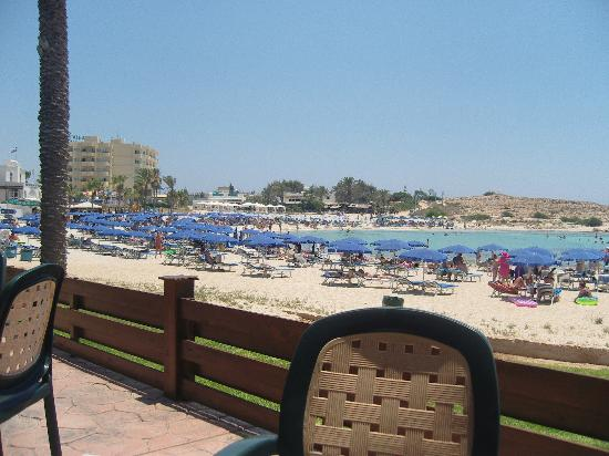 Pavlo Napa Beach Hotel : Lunch by the sea