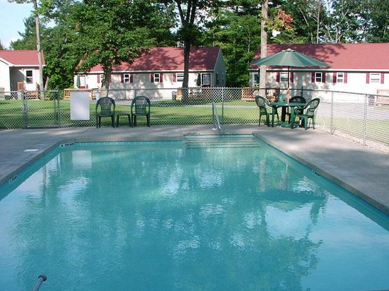 Country Cottages and Motel : Pool
