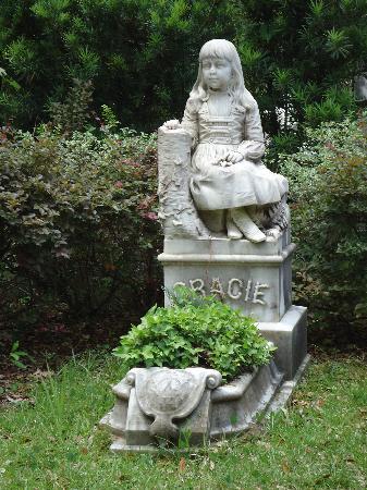 Bonaventure Cemetery: A little girl taken to early