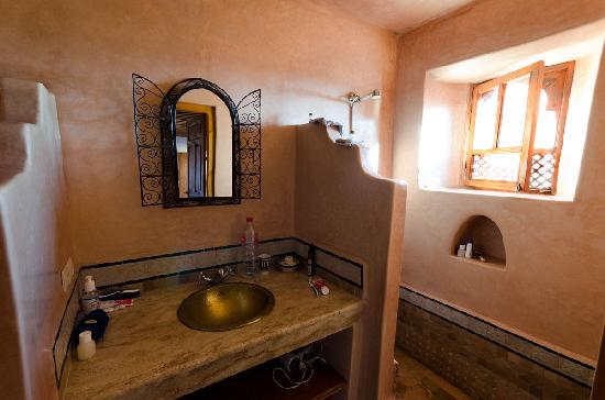 Riad Tayba: Our bathroom (toilet is outside the picture at left hand)