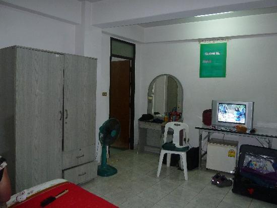 Chiangmai Kristi House: You call this furniture?