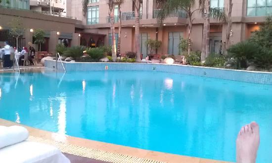 Four Seasons Hotel Cairo at Nile Plaza: Am Pool
