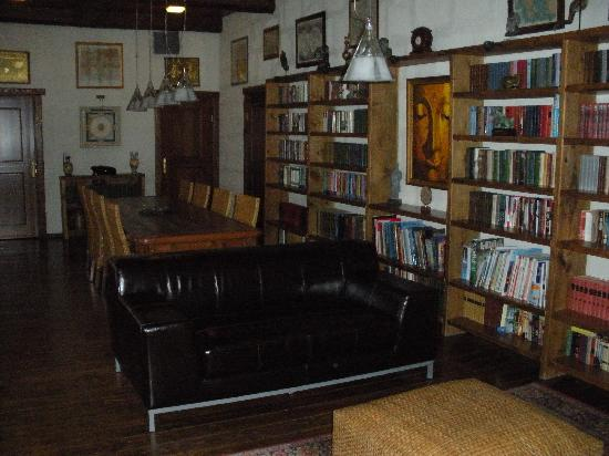 Alexander House: Library