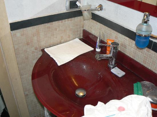 Hotel Le Petit: bath