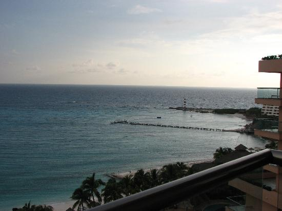 Grand Fiesta Americana Coral Beach Cancun: Amanecer y faro
