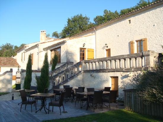 Le Relais de Saint Preuil: la terrasse
