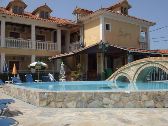 Elpida Hotel: View of the pool