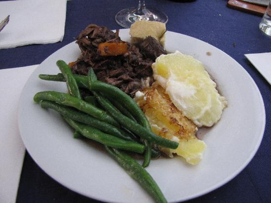 Neive, Italia: Veal in Barolo wine with potatoes gratin and blanched green beans. SO GOOD