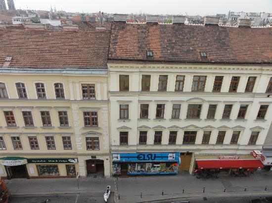 Hotel Exe Vienna: Street view from the 9th floor