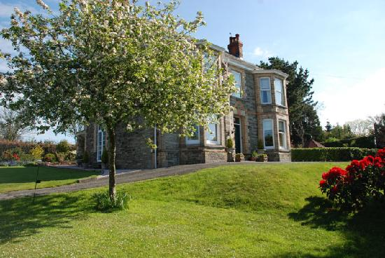Hazelmere House: Front of house