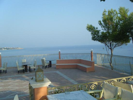 Balcone sul mare picture of balcony hotel tsilivi for Balcony 412 sul