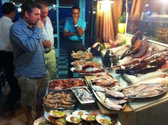 Restaurante Los Marinos Jose: increíble exposición de pescado