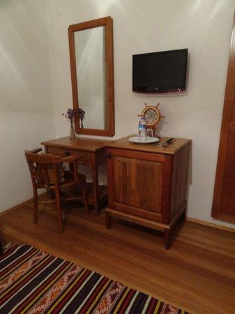 Alesta Otel: Room with LCD TV & minibar
