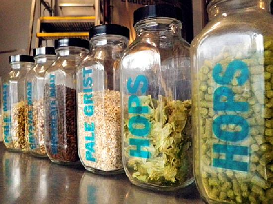 Hood River, Όρεγκον: Ingredients for Fresh Hop Beer