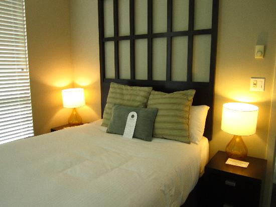 The Oswego Hotel: comfy bed!