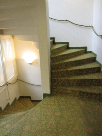 Hotel Arlette Beim Hauptbahnhof: Stairs (there's also a lift)