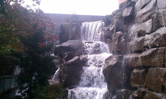 Waterfall Garden Park : Falls