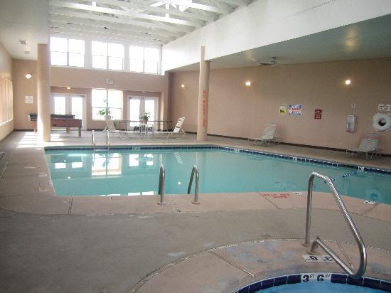 Howard Johnson Albuquerque Midtown: the pool area..hot tub was nice