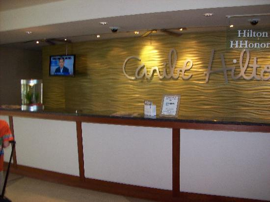 Caribe Hilton San Juan: And Here's the Front Desk With No One in Sight to Help!