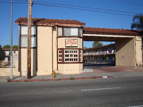 Sea Rock Inn: Exterior  Look - Scary & Not Appealing